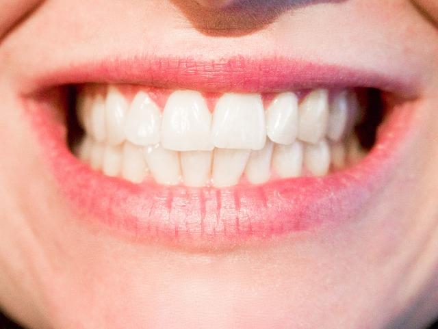 芸能人の白い歯