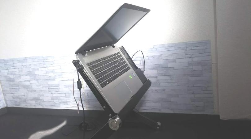 復刻版!ゴロ寝デスクGORODK17のデメリット①パソコンを止めるストッパーがない