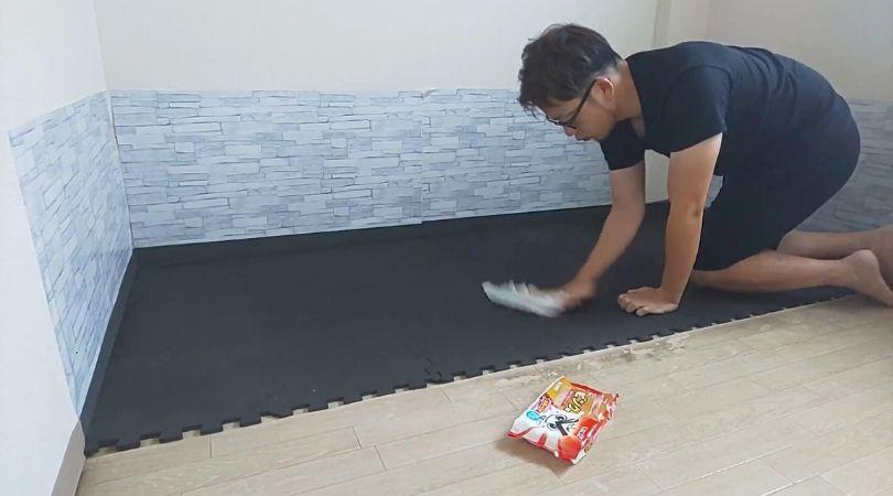 ミニマリストの朝のルーティーン~床は毎日掃除します~