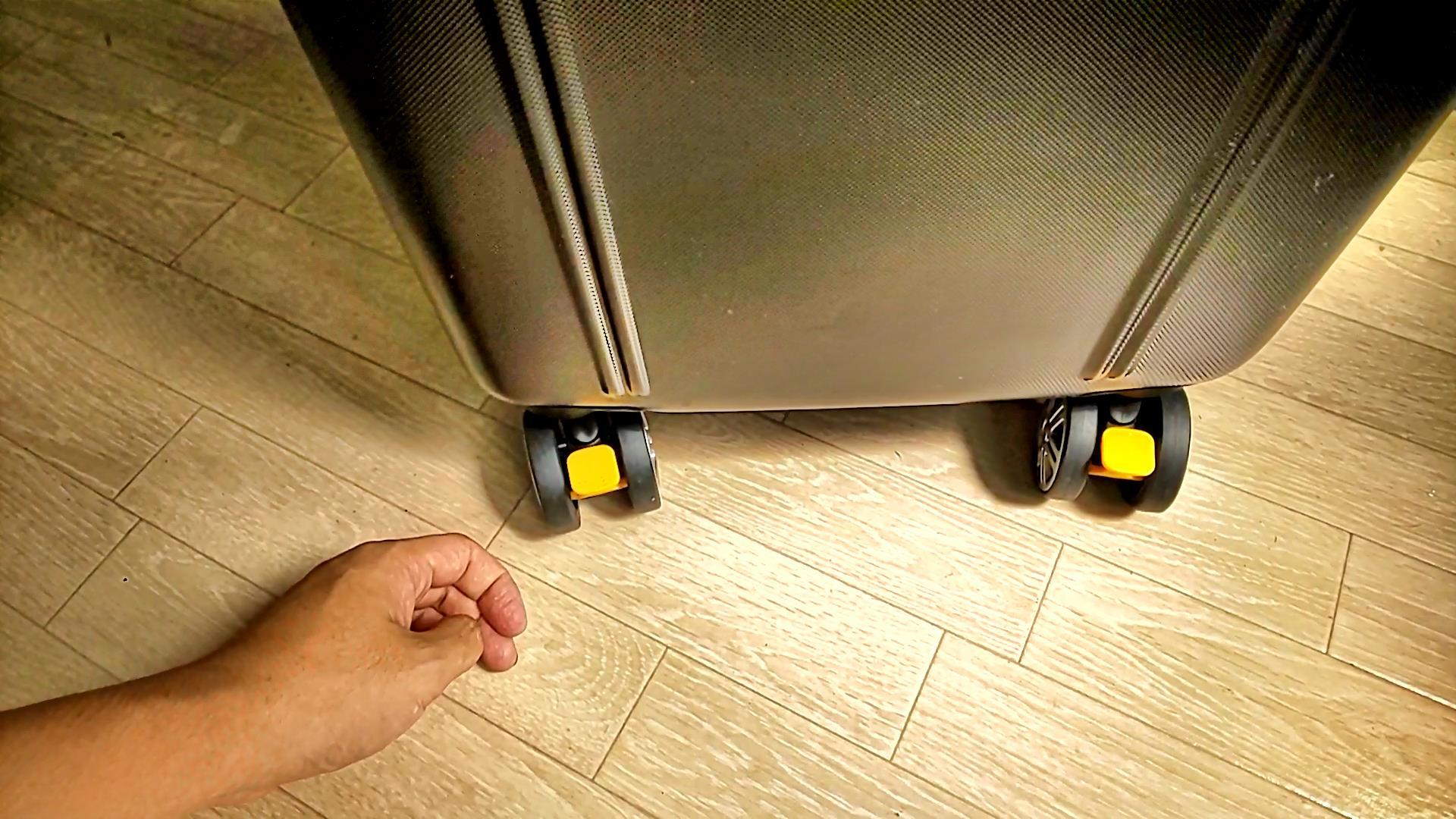 BIBI LABのスリムスーツケース