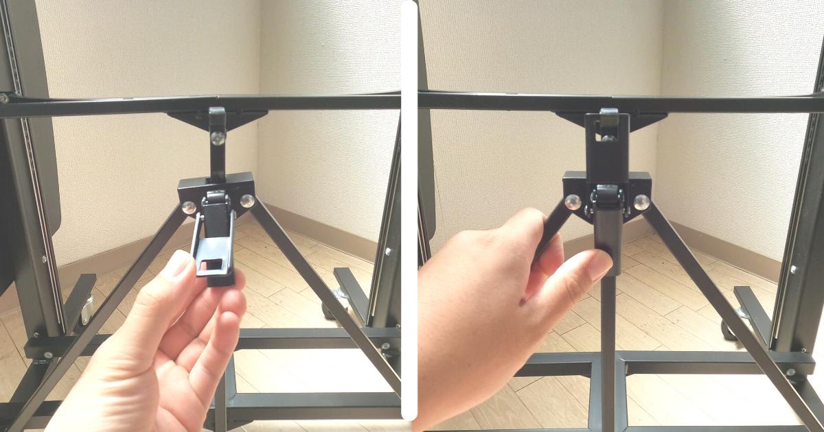 折りたたみスタンディングE-WINの組み立て方法①机の足を左右に開いてロックする