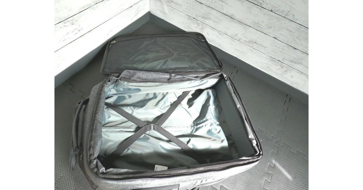 キャリーバッグは大きさをジップで変化させることができる