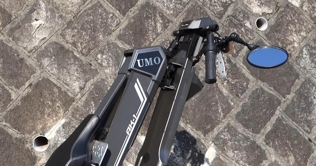 折りたたみ電動バイクAK-1 PREMIUMの特徴②ハンドルとミラーも折りたためる