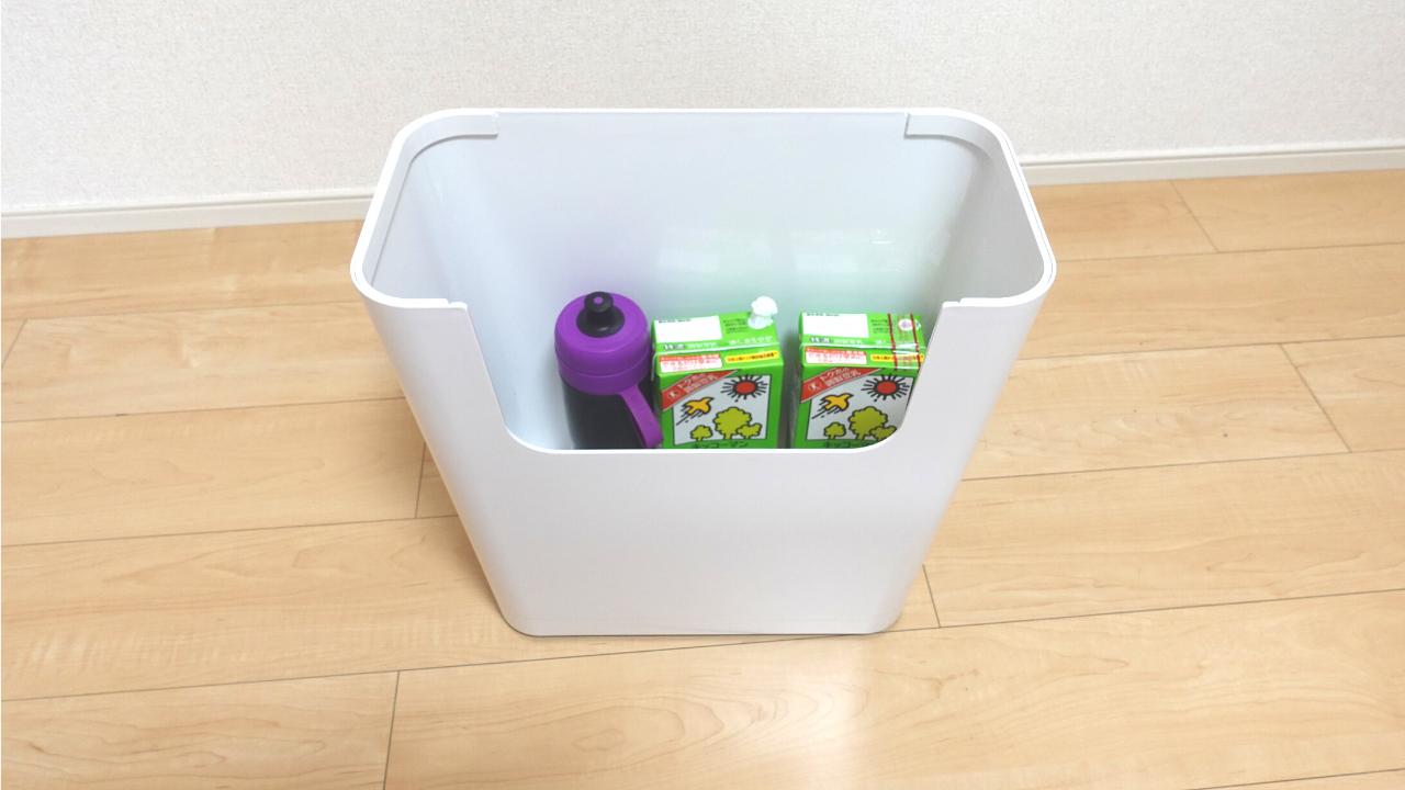 ENOTS(エノッツ)のサイドテーブル活用法①ペットボトルなどのドリンクストッカー